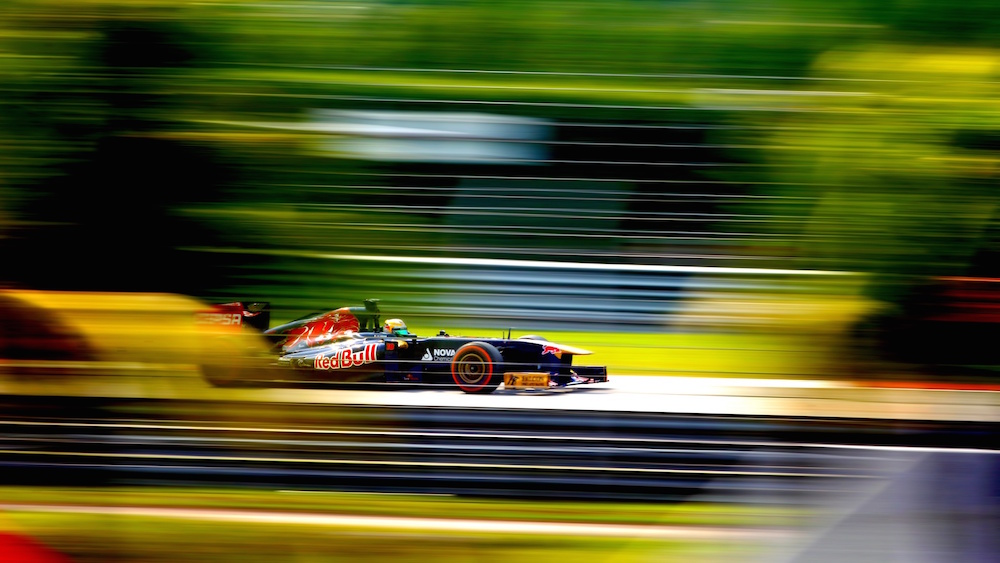 Formula-One-F1-race-high-speed_1920x1080